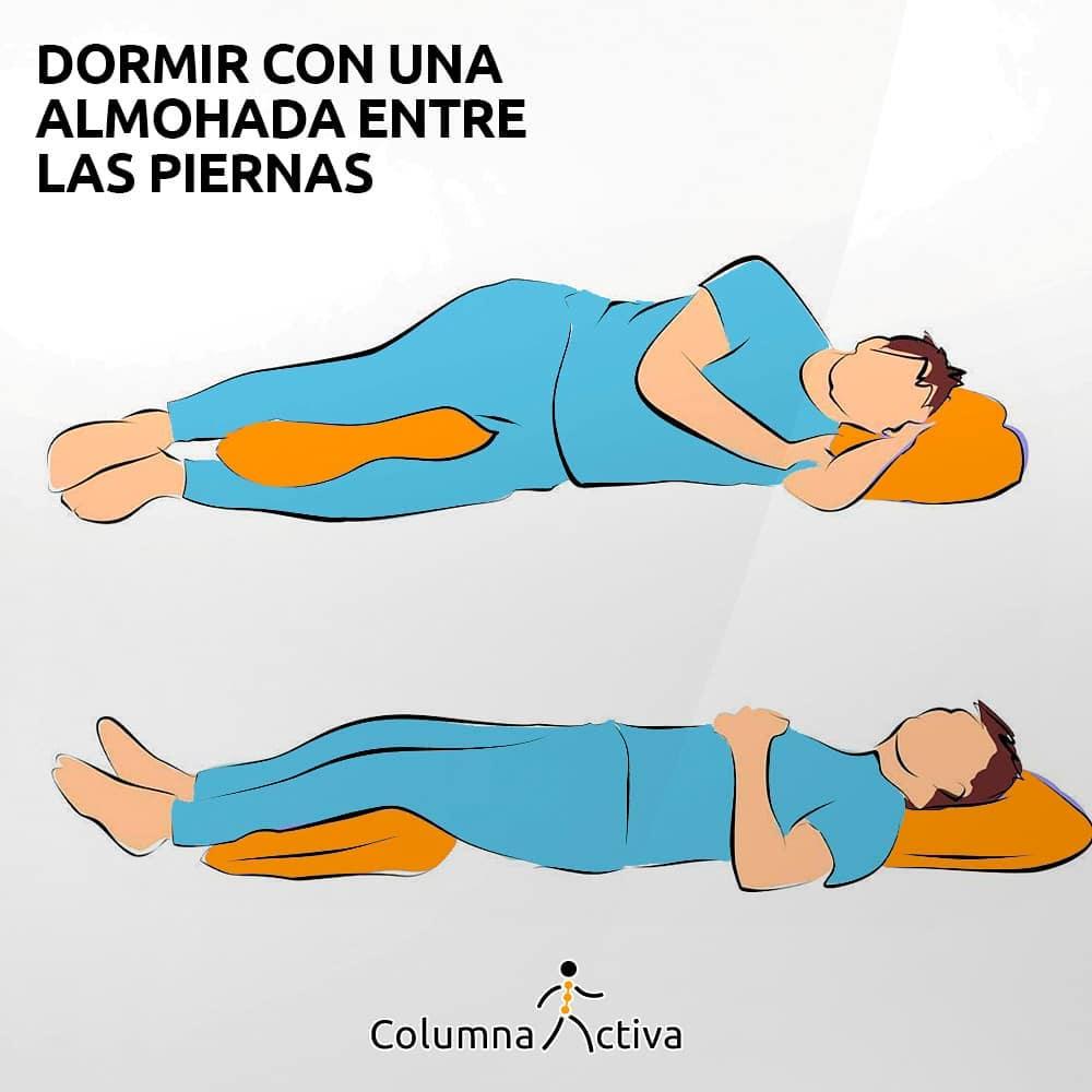 Dormir con una almohada entre las piernas
